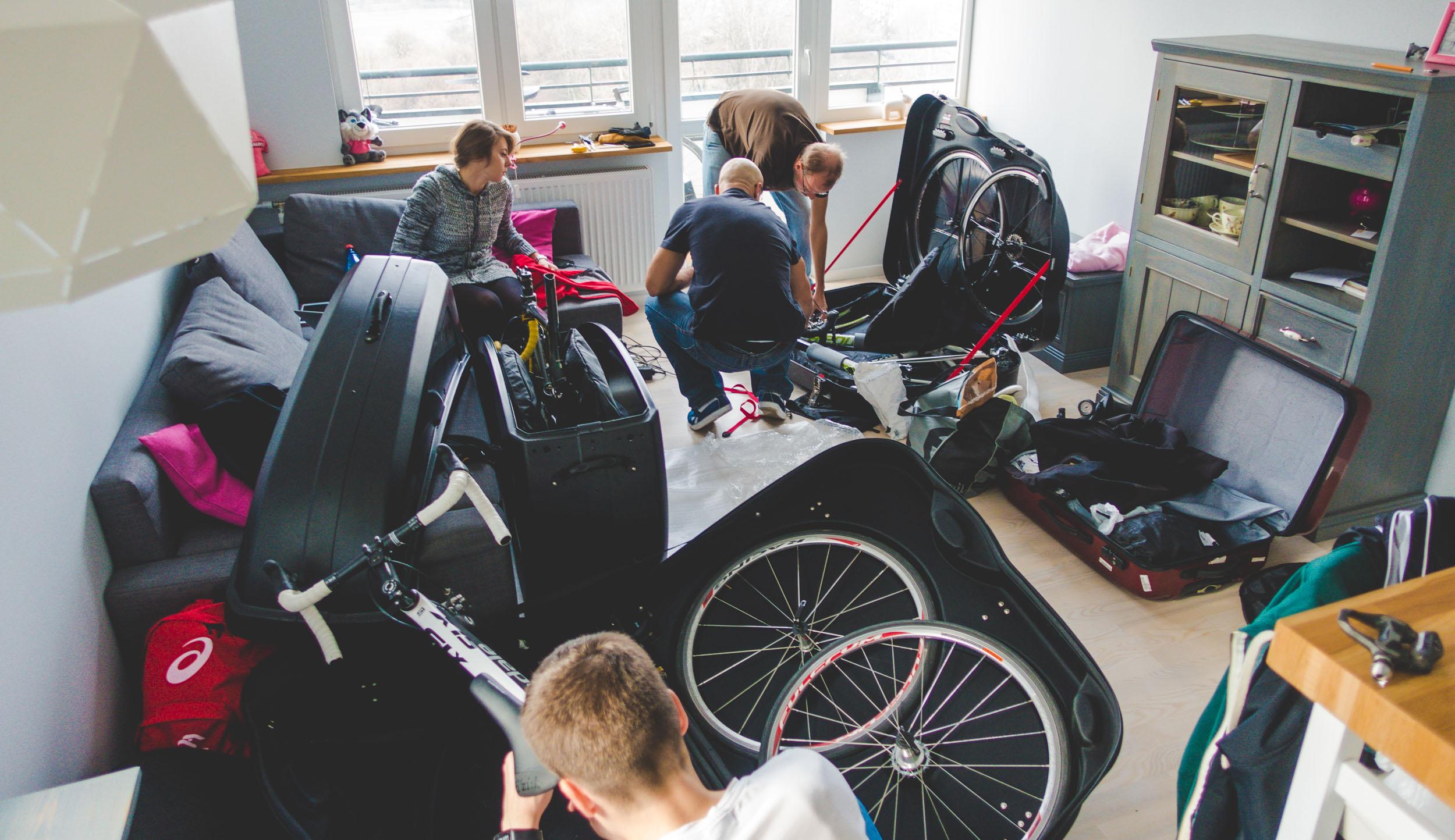 pakowanie walizki rowerowej